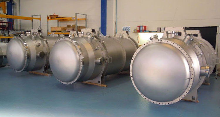 √ Vacuum Chambers and Vacuum Systems